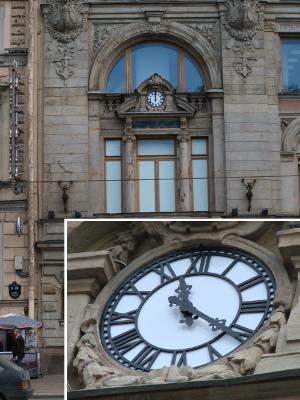 Фасадные часы на Невском, 62